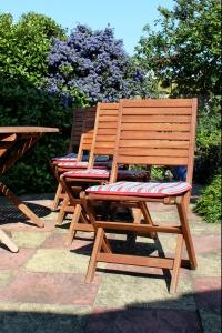garden-chairs-1-1390097-m
